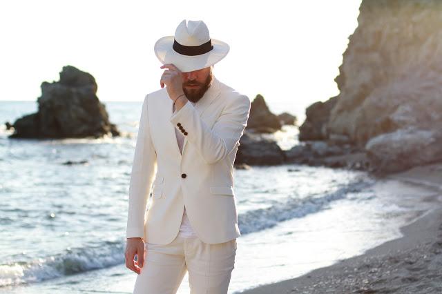street-style-man-fashion-blogger-beach-white-suit-panama-hat-t-shirt-intimissimi-calzedonia-zara-ceb3ceb1ceb2cf81ceb9ceaecebb-cebdceb9cebacebfcebbceb1ceafceb46